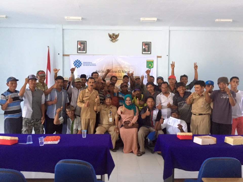 Bersama para nelayan dan dinas tenaga kerja Banyuwangi