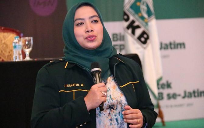 pengalaman-legislator-pkb-nihayatul-wafiroh-yang-menikah-di-usia-muda_m_121982